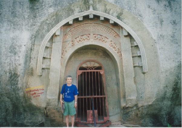 アージーヴィカ教の石窟寺院:暇...